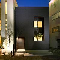 毎日の暮らしに、光と風を感じるハコニワ住宅