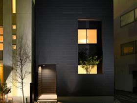 毎日の暮らしに、光と風を感じるハコニワ住宅 FRAMIUM FRAME 2